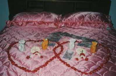 เตียงนอนในห้องหอ คืนวัน หวานชื่น